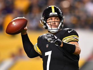 Ben Roethlisberger throws ball