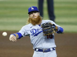 Justin Turner throws from third