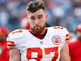 Travis Kelce Chiefs uni